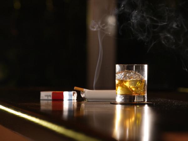 nikotin-und-alkohol-lassen-uns-schneller-altern