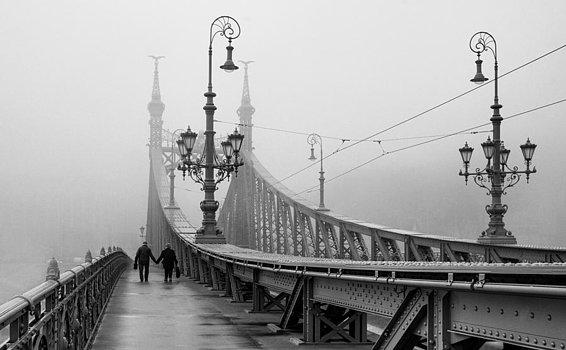 foggy-day-in-budapest-ayhan-altun